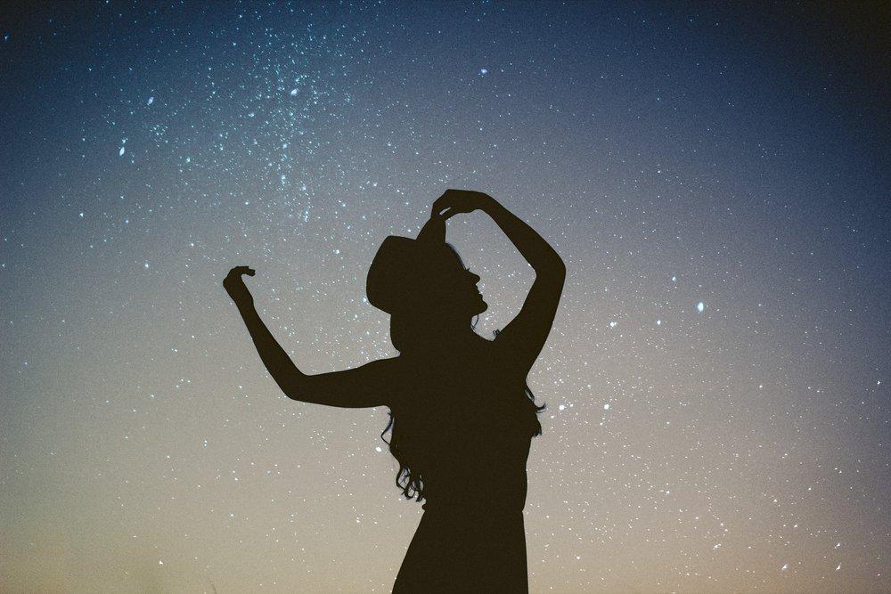 silhouette against star sky allef-vinicius-205147.jpg