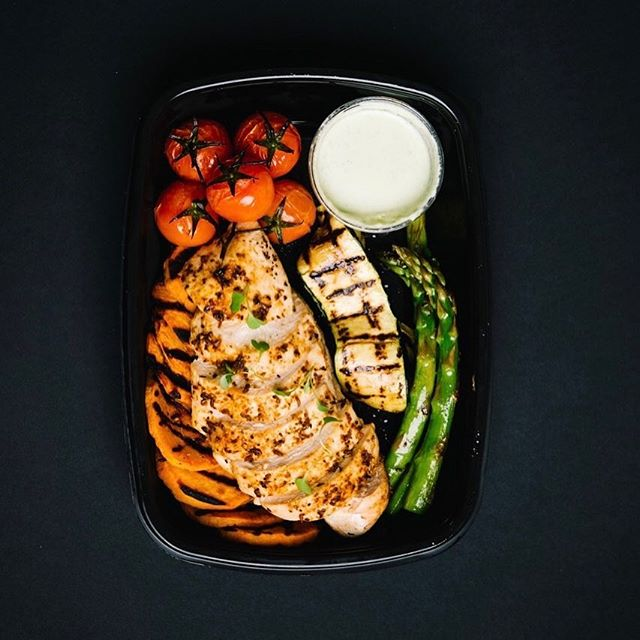 Peruvian Chicken with chargrilled vegetables and jalapeño sauce pot. ⠀⠀⠀⠀⠀⠀⠀⠀⠀ Our ever changing menu will surprise you with dishes from around the world . The most delicious, stress free way to lose body fat there is. ⠀⠀⠀⠀⠀⠀⠀⠀⠀ #Gymsmith #fatloss #gymsmithkitchen #results #fooddelivery #jerseyci #fitness #fitmom #girlswholift #gymlife #healthylifestyle #fitfam #fitspo #jersey #gym #instafood #weightloss