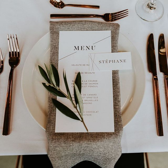 Modern stationery for this industrial fall wedding in a ski center! 🌿🏔 // S+A wedding // Photo by @naomiegagnonphotographe , design & coordination by @heramariages, venue and caterer: @skimontcalm, rentals: @sofatogo , flowers by @fleuriste.astilbe // #industrialwedding #montrealwedding #minimalist #modernwedding #etsyshop #modernstationery #copper #heramariages #whitewillowpaperco #weddinginvitation #weddingmenu #instawedding #tablescape