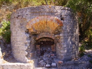 Allen Cochran and his crew built this kiln to produce their own high-calcium lime putty, which they use on all of their restoration and preservation projects.