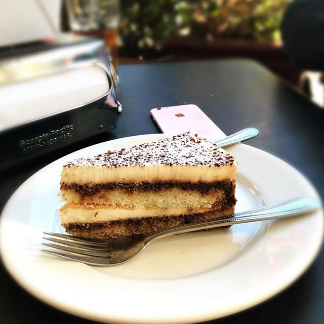 @jaf_ba We see your tiramisu 😻😎