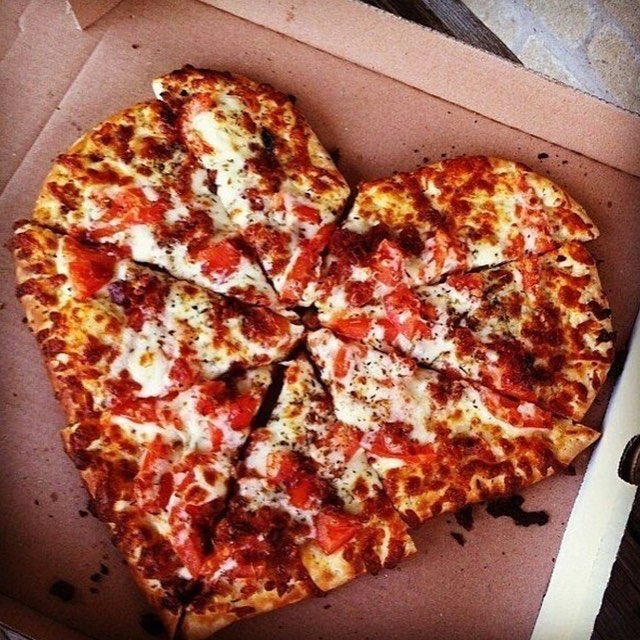 Who loves pizza???? #happyvalentinesday ❤️🍕😍