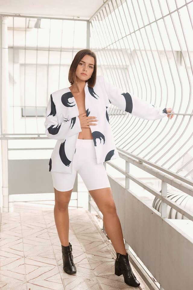 Jessi González - Blazer Jade