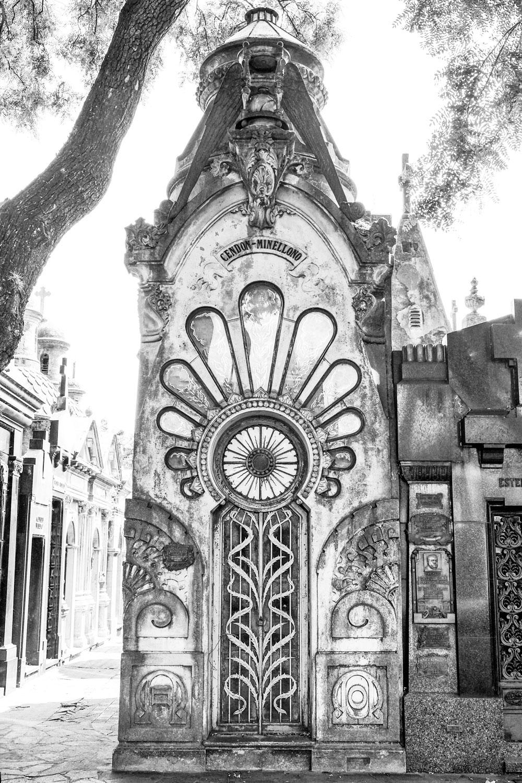 ornate-mausoleum-cementerio-chacarita-buenos-aires.jpg