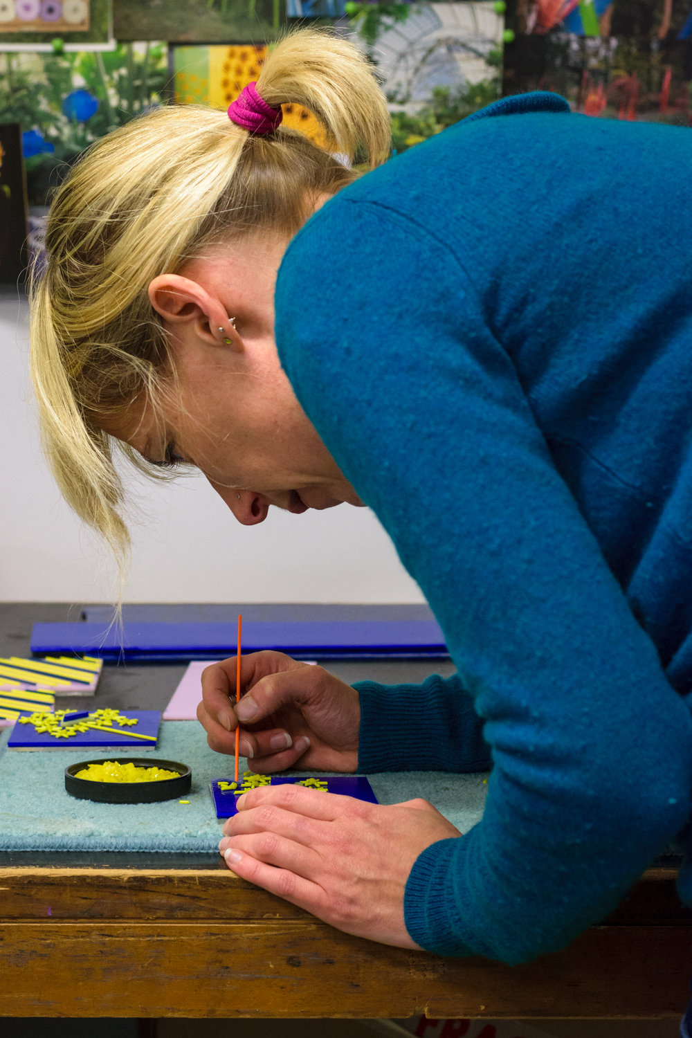 Cressa McLaren at work Glasgow Glass Artist