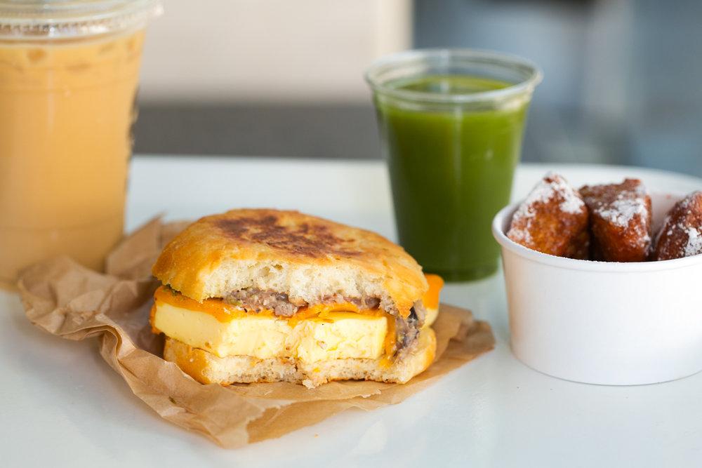 02-LocoL-Oakland-breakfast_AndriaLo.jpg