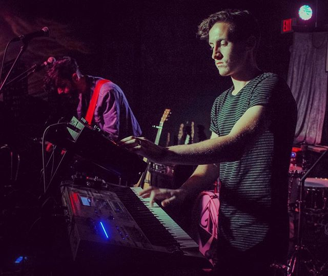 🎹🔥 📷 @ajpgphoto . . #howtofly #music #indie #pop #synth #synthpop #rock #synthwave #live #fly #keys #keyboard #atlanta #indiepop #korg