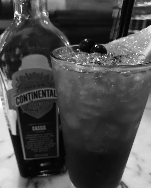 • Exchange Punch ... Vodka, Lemon, Crème de Cassis, Prosecco ... and Love ❤️ • #sydneybars #drinks #afterwork #cheers #enjoy #darlinghurst #🍸