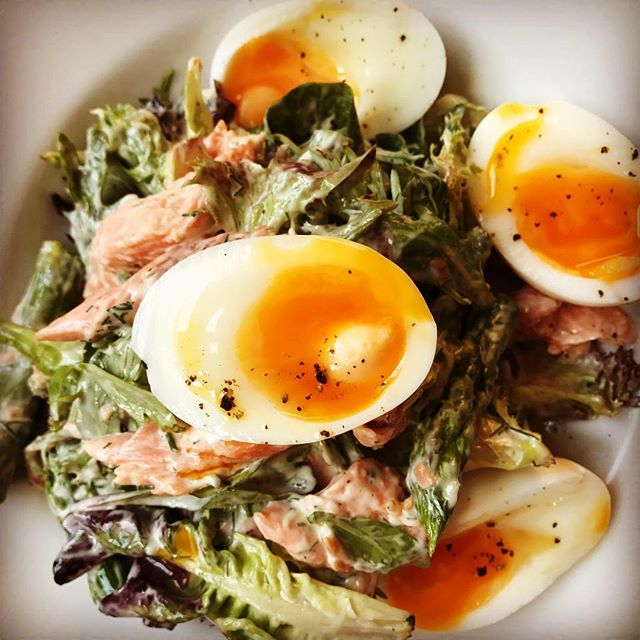• Sometimes we only need something Simple ... Smoked Trout Salad, with Asparagus & Soft Boiled Eggs •  #keepitsimple #yummi #tastyfood #healty #happy #sydneyrestaurants #sydneybars #lunchtime #break #trout #eggs #supersalad #🥗