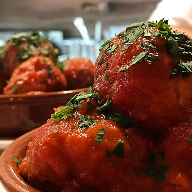 • it doesn't need explanation!!! •  #meatballs #lunch #sydneyrestaurants #sydneyeats #yummi #😋#foodie #foodporn #enjoy