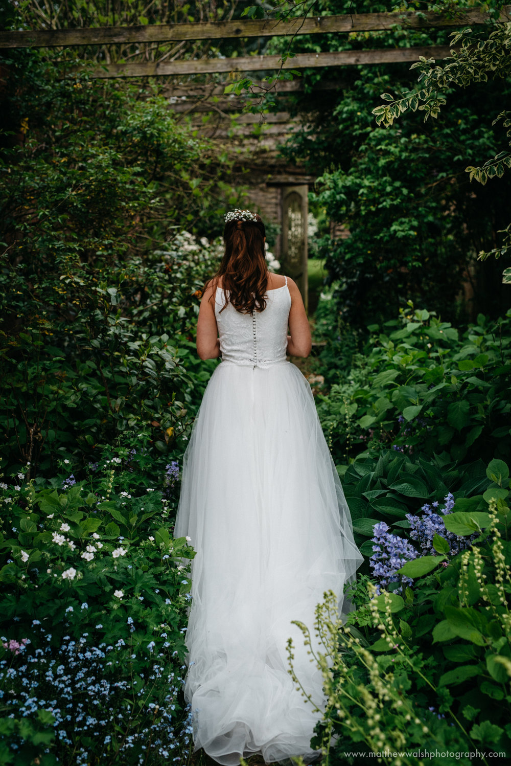 Showing off the back of the brides dress