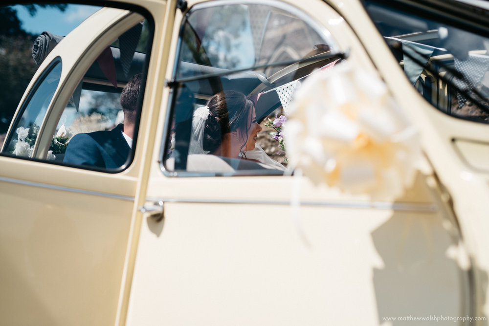 The bride arrives in the 2cv wedding car