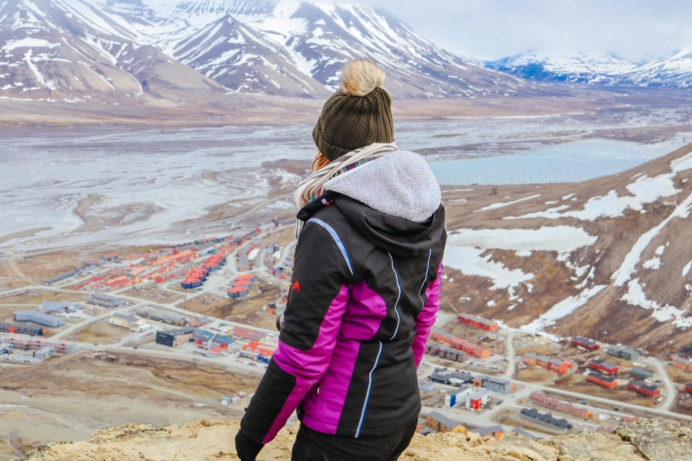 hiking mountains longyearbyen svalbard magnetic north travel basecamp explorer