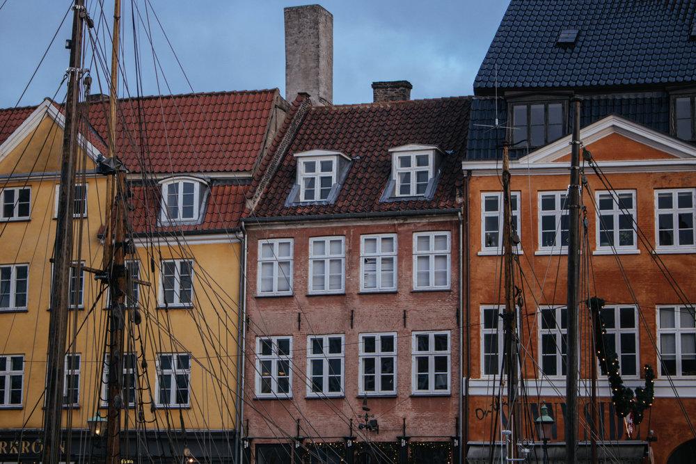 nyhavn copenhagen during winter