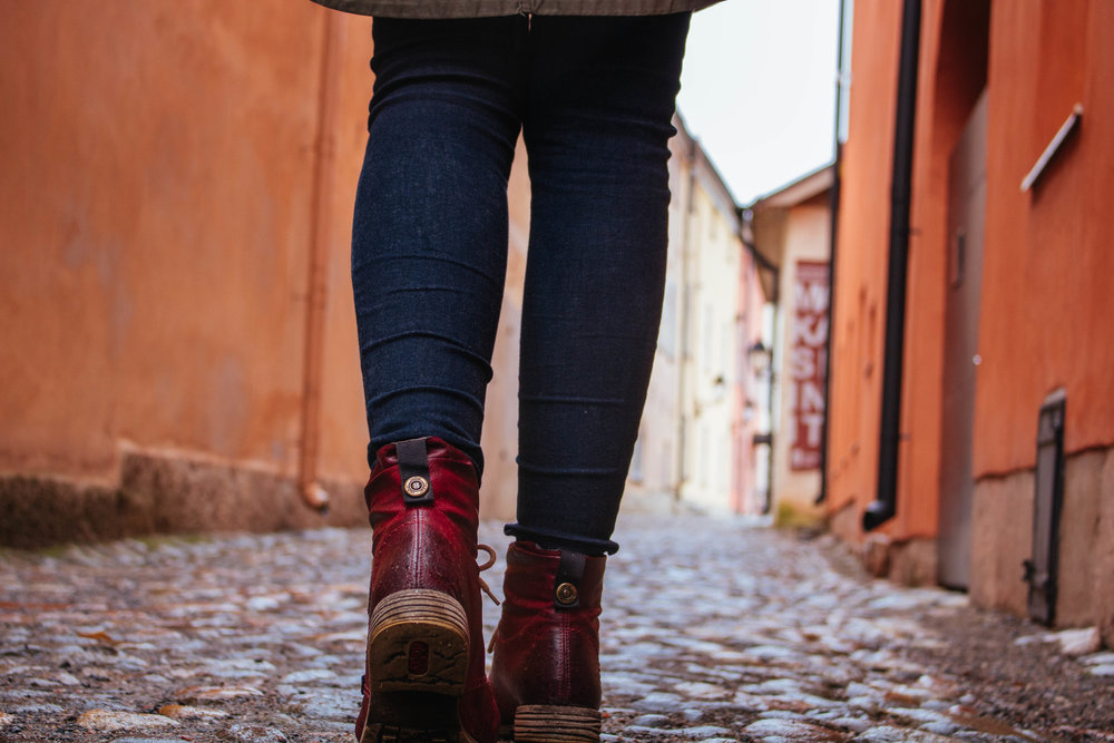 turku colourful alleyway