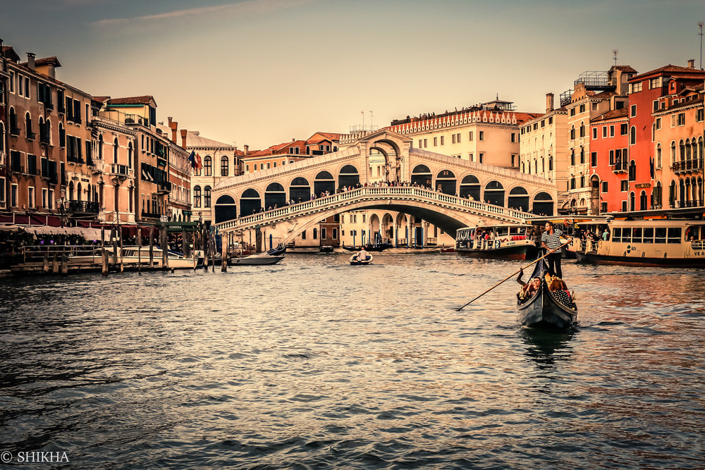 The famous Rialto Bridge