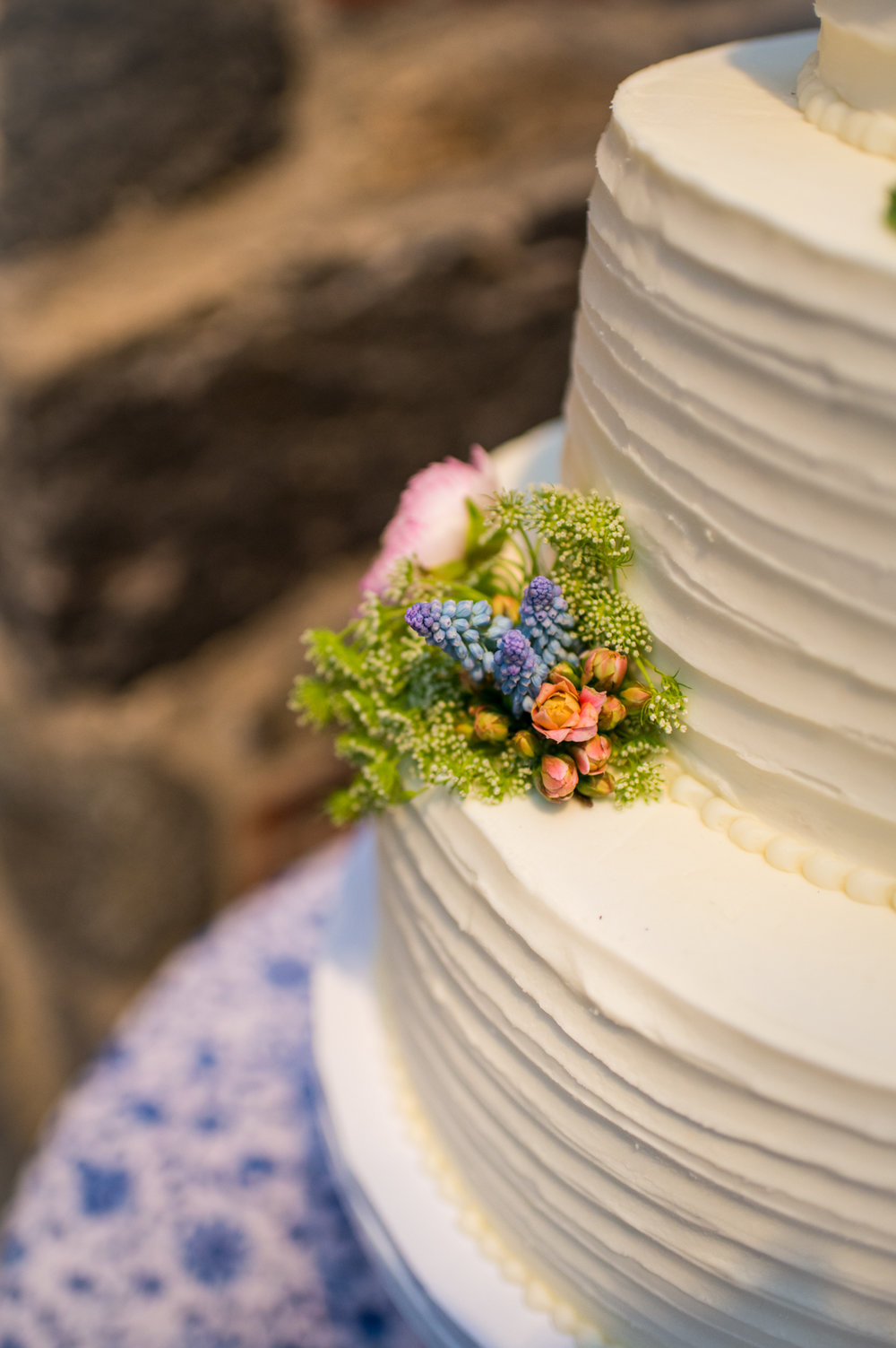 wedding cake with flowers.jpg