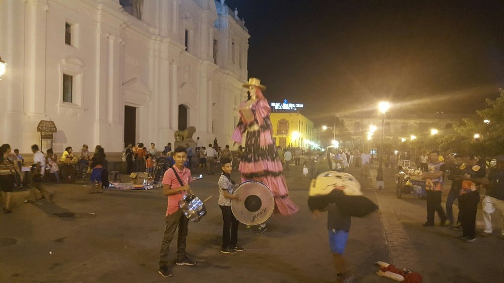 La Gigantona and El Enano Cabezo, complete with drums and story teller.