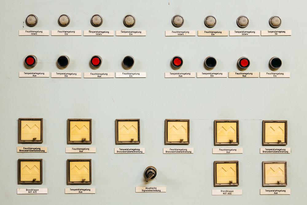 toi toi toi sound chamber switches funkhaus.jpg