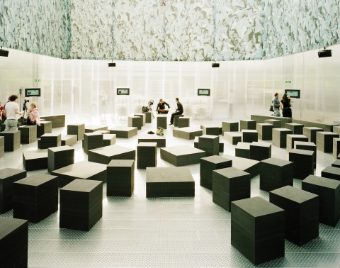 Image 10 of 34   Serpentine Gallery Pavilion 2006 by Rem Koolhaas and Cecil Balmond with Arup