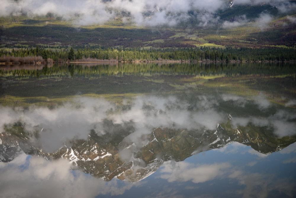 mountain reflection pyramid lake