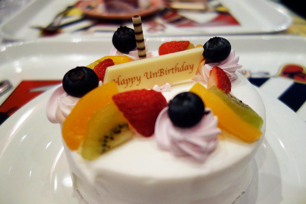 Unbirthday Cake.¥1010  Queen of Hearts Banquet Hall - Fantasyland