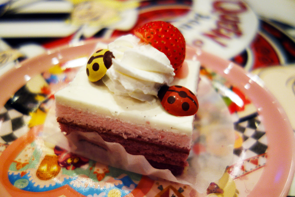 Cassis Cream Cake. ¥750  Queen of Hearts Banquet Hall - Fantasyland
