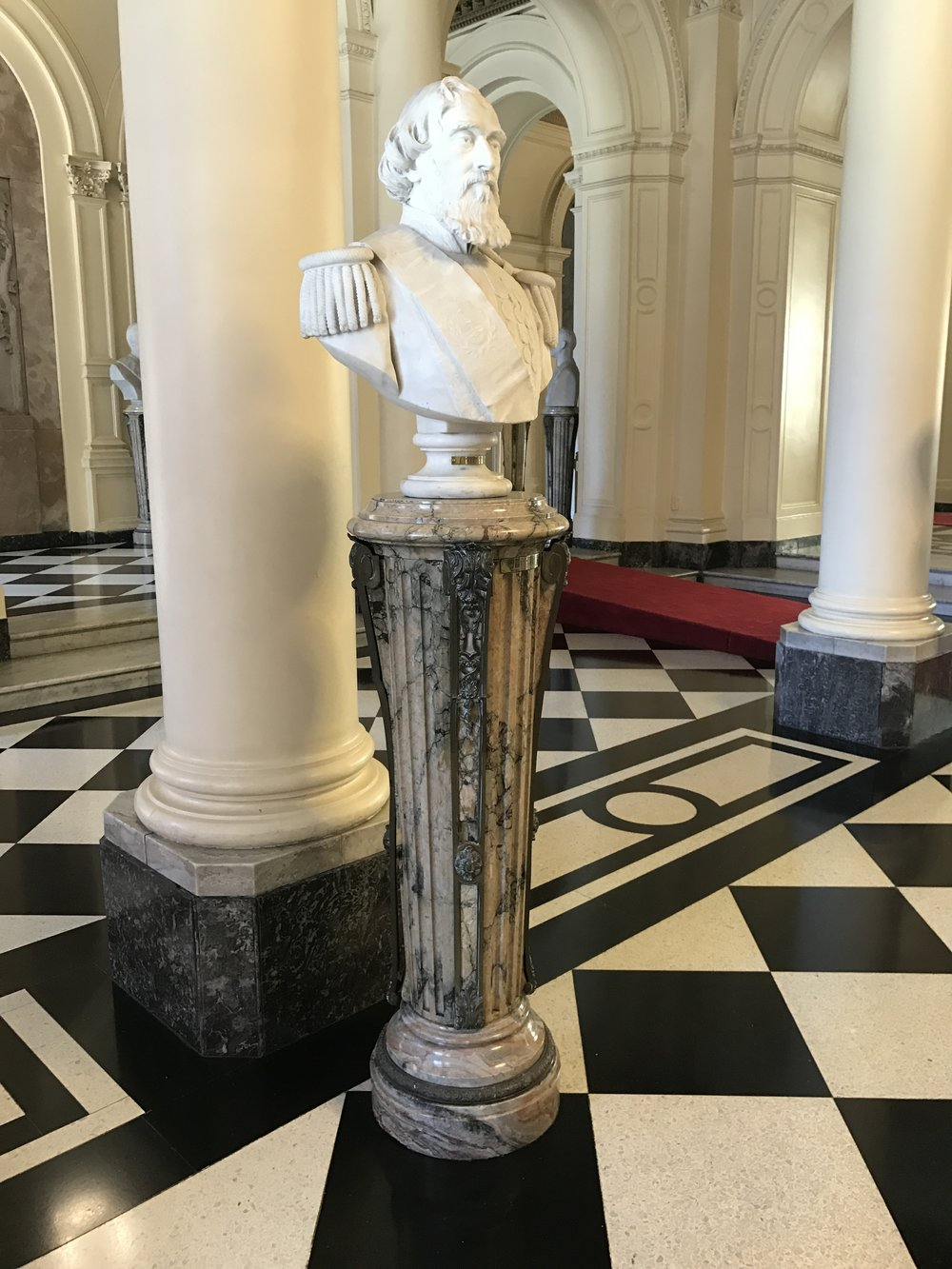 Bust of a former president. In this hall there is a similar bust for every president.