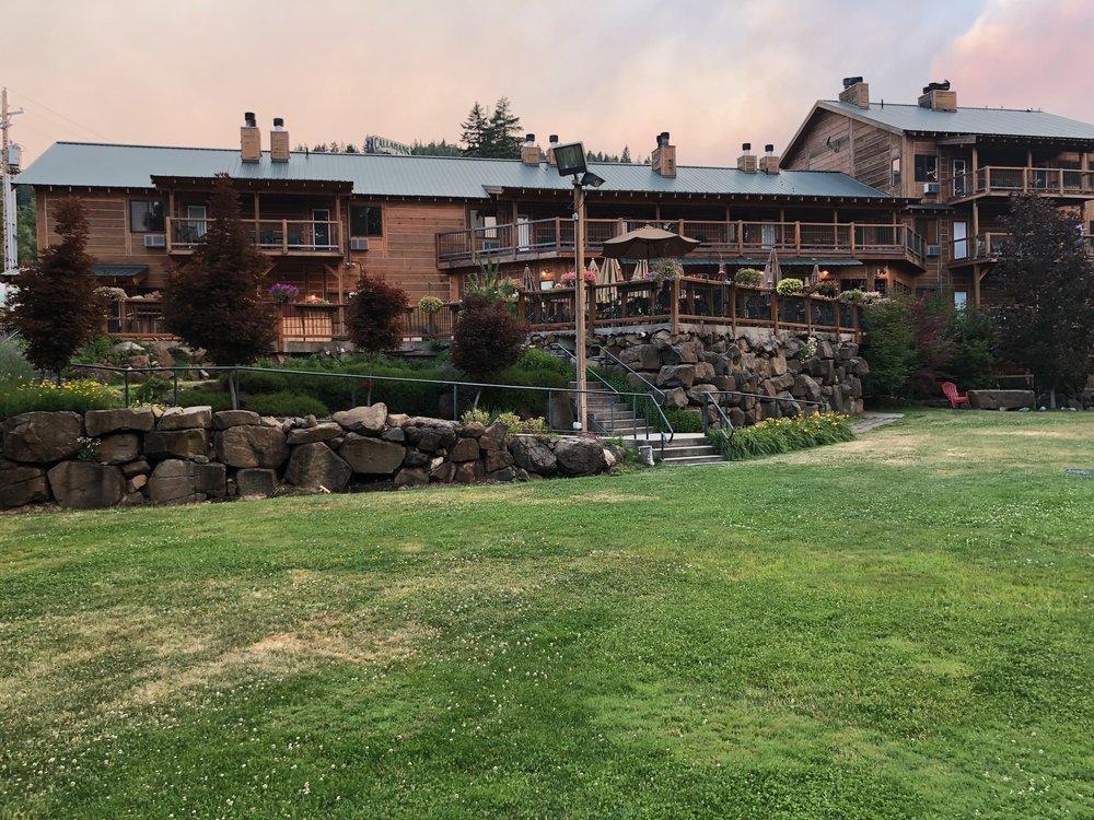 Callahan's Lodge & Restaurant