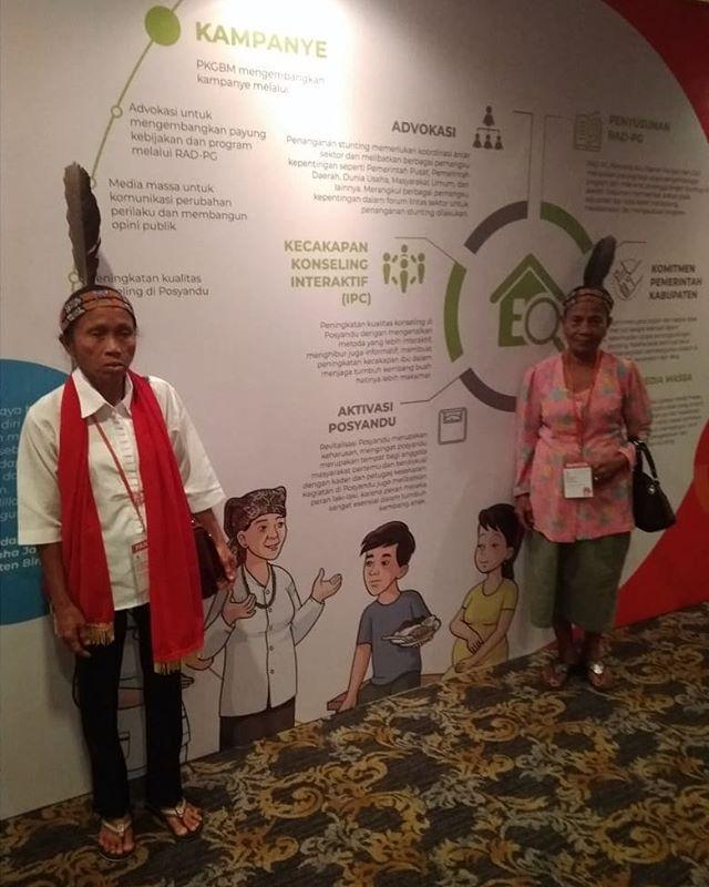 Bidan Lewu atau yang biasa disebut dukun beranak dari Kalimantan Tengah ini didatangkan untuk dapat hadir pada  acara Stunting Summit di Hotel Borobudur Jakarta, 28 Maret 2018 ini. Pengalaman ini merupakan pertama kalinya bagi para bidan Lewu ini keluar dari desanya.