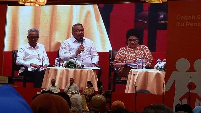Acara bincang-bincang pada Stunting Summit 2018. Tiga kementerian  memaparkan perannya masing-masing dalam intervensi penurunan stunting terintegrasi, antara lain dari Kementerian Kesehatan oleh Prof. Dr.dr.Nila F Moeloek, Sp.M(K), Kementerian Desa PDTT diwakili.oleh Eko Putro Sandjojo, BSEE., MBA, dan Kementerian PUPR diwakili oleh Dirjen Cipta Karya, Ir. Sri Hartoyo, Dipl.S.E.,M.E. #stuntingsummit #cegahstunting #sadarstunting #bundaharuspaham