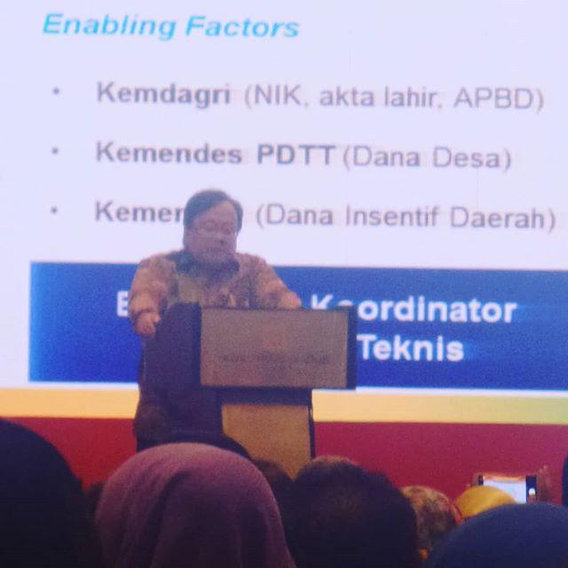 Menteri Perencanaan Pembangunan Nasional/Kepala Bappenas, Prof. Dr. Bambang Brodjonegoro memberikan paparan mengenai Intervensi Penurunan Stunting Terintegrasi #stuntingsummit #cegahstunting #sadarstunting  #bundaharuspaham