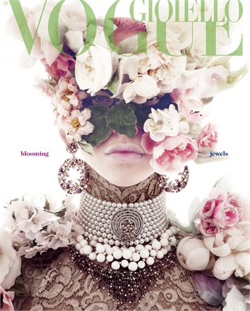 Giovanna-Battaglia-Vogue-Gioiello-30-Thirty-Years-of-Golden-Dreams-2-Giampaulo-Sgura-Blooming-Jewels.jpg
