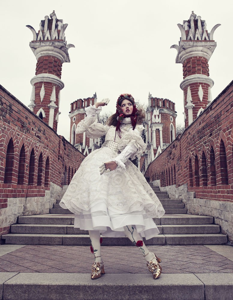 Giovanna-Battaglia-4-The-Anastasia-of-Winter-Vogue-Japan-Emma-Summerton.png