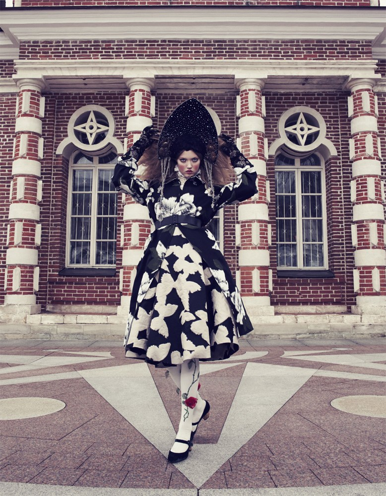 Giovanna-Battaglia-8-The-Anastasia-of-Winter-Vogue-Japan-Emma-Summerton.png
