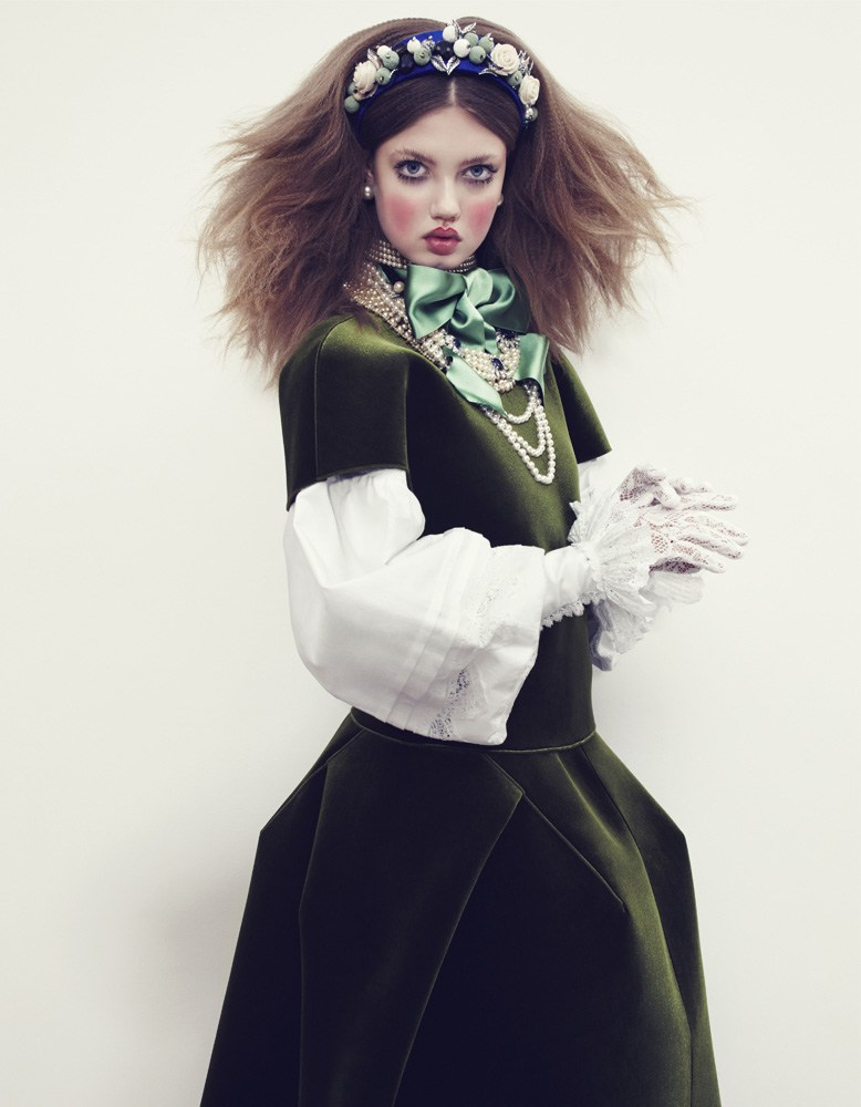 Giovanna-Battaglia-12-The-Anastasia-of-Winter-Vogue-Japan-Emma-Summerton.png