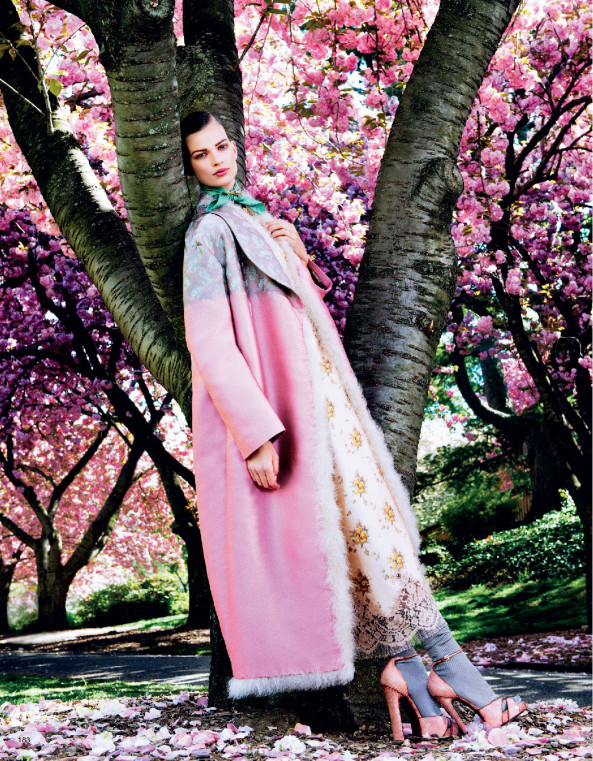 Giovanna-Battaglia-2-Posing-In-Pink-Vogue-Japan-Sharif-Hamza.jpg