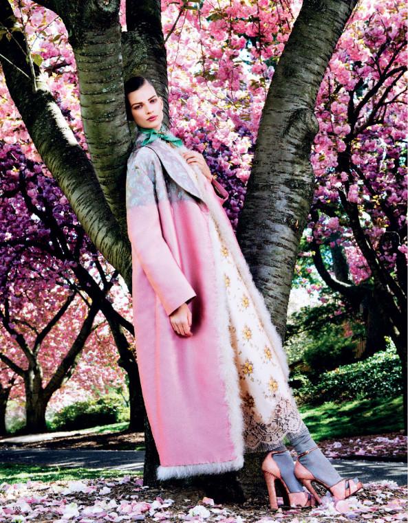 Giovanna-Battaglia-2-Posing-In-Pink-Vogue-Japan-Sharif-Hamza.jpg