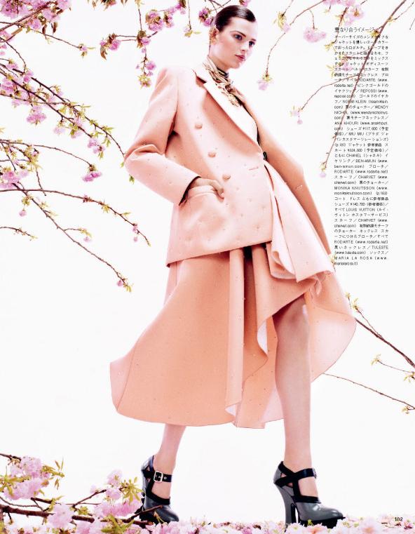 Giovanna-Battaglia-3-Posing-In-Pink-Vogue-Japan-Sharif-Hamza.jpg