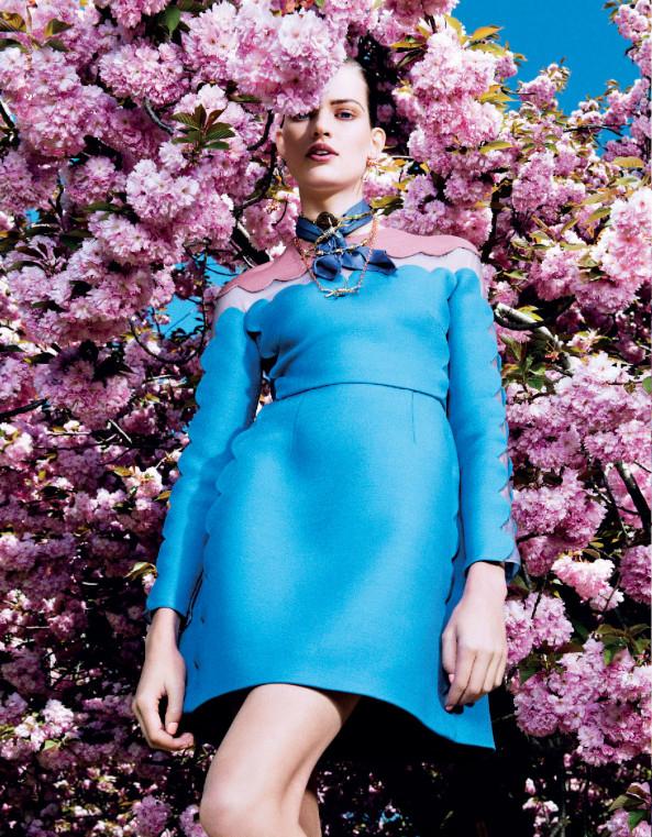 Giovanna-Battaglia-7-Posing-In-Pink-Vogue-Japan-Sharif-Hamza.jpg