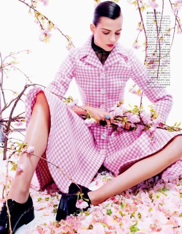 Giovanna-Battaglia-8-Posing-In-Pink-Vogue-Japan-Sharif-Hamza.jpg