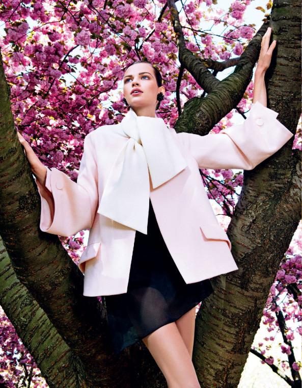 Giovanna-Battaglia-9-Posing-In-Pink-Vogue-Japan-Sharif-Hamza.jpg