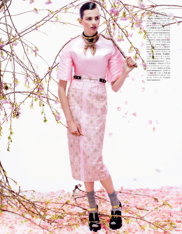 Giovanna-Battaglia-10-Posing-In-Pink-Vogue-Japan-Sharif-Hamza.jpg