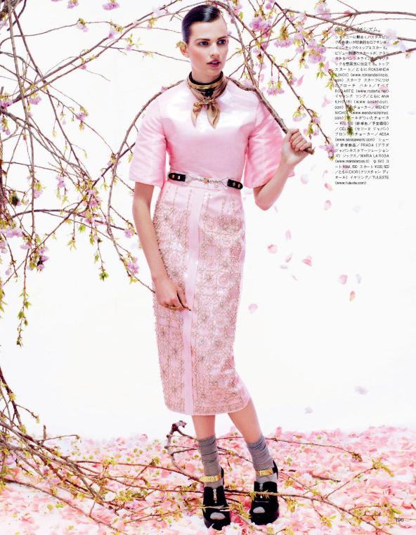 Giovanna-Battaglia-10-Posing-In-Pink-Vogue-Japan-Sharif-Hamza.jpg