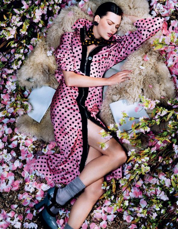 Giovanna-Battaglia-11-Posing-In-Pink-Vogue-Japan-Sharif-Hamza.jpg