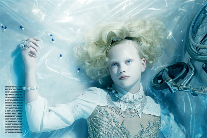 Giovanna-Battaglia-2-Total-White-Vogue-Gioiello-Miles-Aldridge.jpg