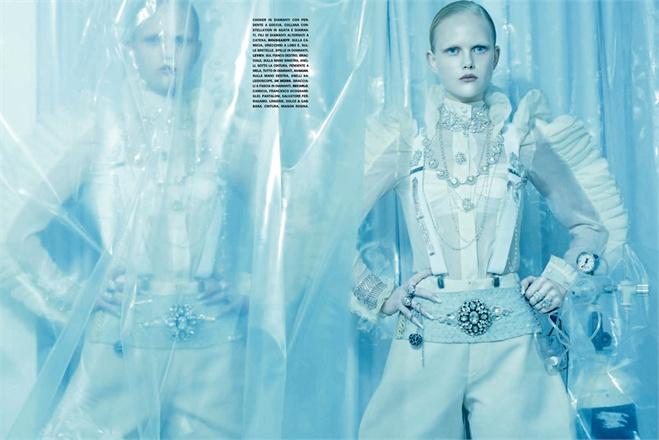 Giovanna-Battaglia-3-Total-White-Vogue-Gioiello-Miles-Aldridge.jpg