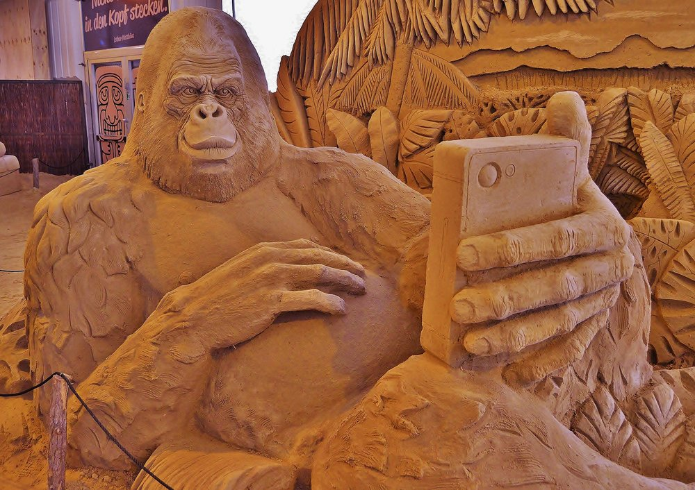 sand-sculpture-774467_1920.jpg