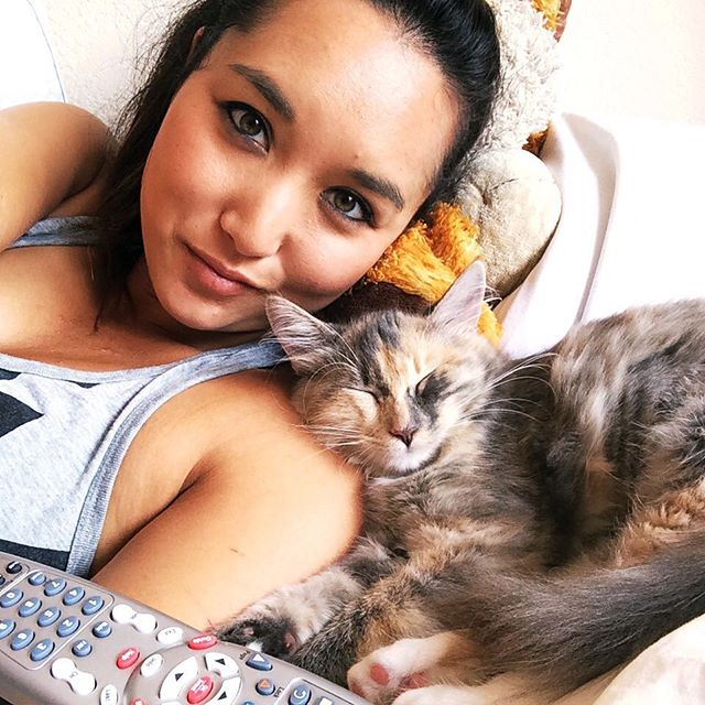 Having a mom moment 👩‍👧 • I just want to say how proud I am of Rajah 🐱getting an A on her kitty report card 📋 at the vet 👨🏼‍⚕️ yesterday! Even though she tried to hide behind the computer 💻, they said she was a puuuuurfect patient while they gave her shots 💉 and took her temperature in her butt #catmom #basicAF • You can also follow Rajah @princess.rajah
