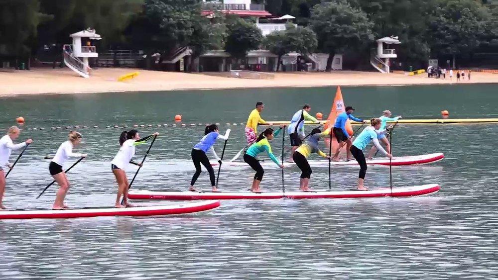 """´ - Es perfecta para las Escuelas de Paddle Surf y multiactividades. medidas : 670 x 86 x 20 cm / 22"""" x 34 """" x 8""""Peso Máx.: 450 KgPeso Producto: 30 KgVolumen: 900 L"""